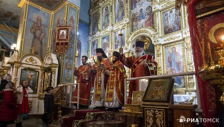 Томские власти: участие в массовых празднованиях Пасхи безответственно