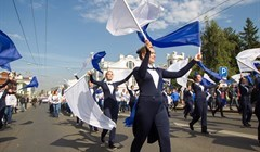 Студентки во фраках и танец на Новособорной: фото со Дня томича