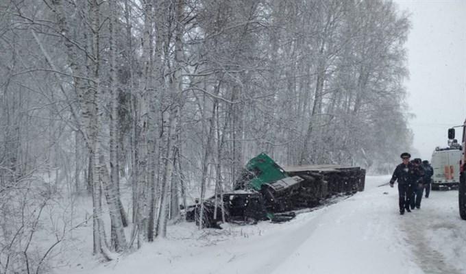 В Томской области трое погибли и четверо пострадали в ДТП во время шторма