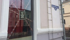 Девушки, танцевавшие в окнах бара, уволены после возмущения томичей