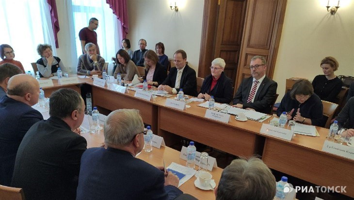 German Commissioner for Resettlers Matters meets with Tomsk Germans