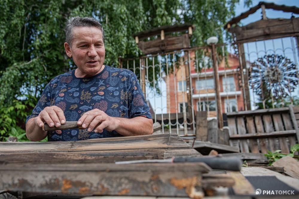 Возле экспонатов-наличников Мухутдинов планирует установить таблички с информацией о том, на каком доме они были установлены, когда было построено здание, кто в нем проживал.