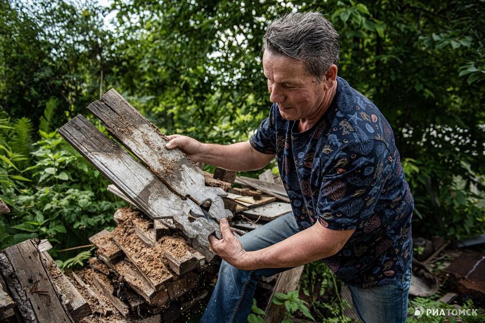 Томич Идрис Мухутдинов создает на берегу Мавлюкеевского озера музей деревянных наличников. О том, откуда эти наличники и какие еще экспонаты будут в музее, – в фотоленте РИА Томск.