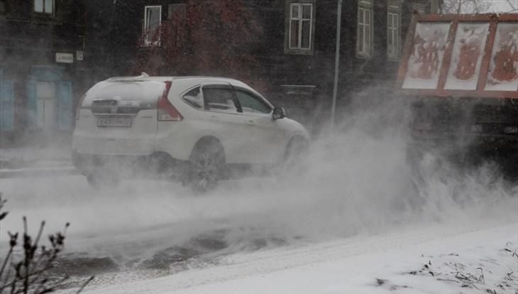 Снежные заносы на дорогах возможны в Томске в среду днем
