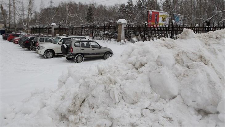 Мэр Томска: снег с парковок нужно убирать тщательнее