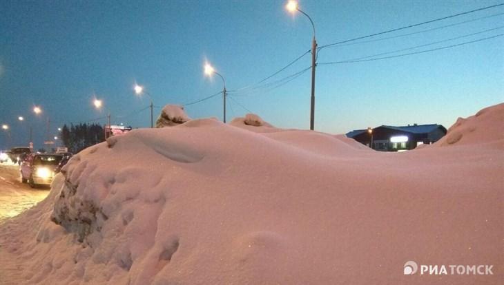 САХ выделит два спецзвена на уборку снежных завалов с остановок Томска