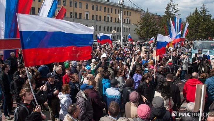 """Оппозиционный митинг в Томске под лозунгом """"Надоел"""" собрал около 200 человек"""