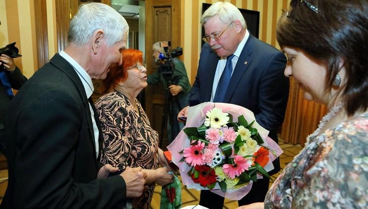 Сергей Жвачкин вручил многодетным семьям знак «Родительская доблесть»