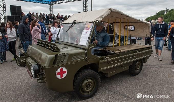 Около 50 ретроавтомобилей приняли участие в выставке в Томске