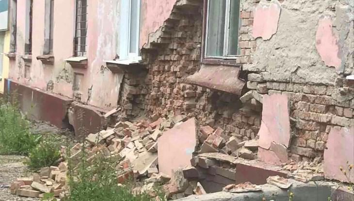 СК завел дело об обрушении стены жилого дома на Новгородской в Томске