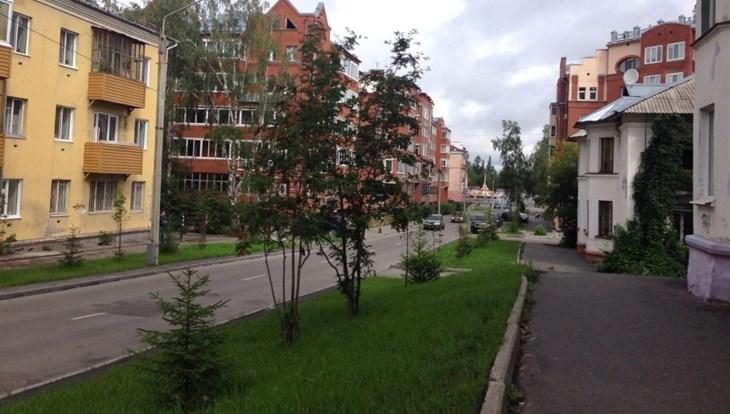 Груши и рябины высажены в одном из кварталов Томска ко Дню томича