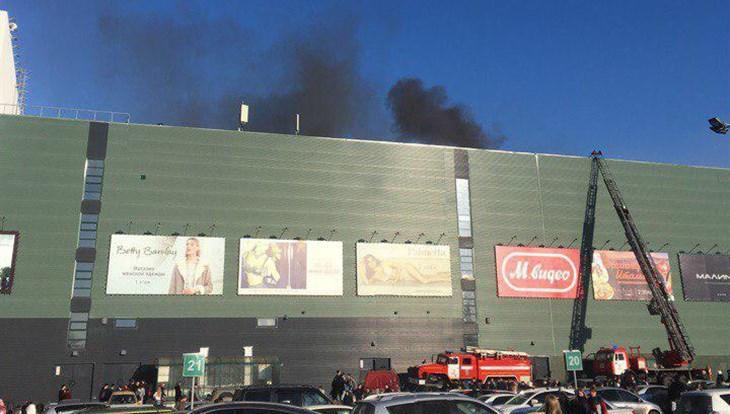 МЧС продолжает выяснять причину пожара в томском ТЦ Изумрудный город