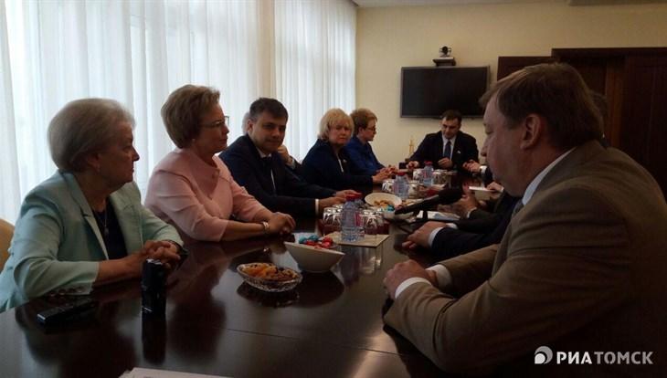 Депутаты комитета Госдумы России по охране здоровья обсудили в Томске указ Путина