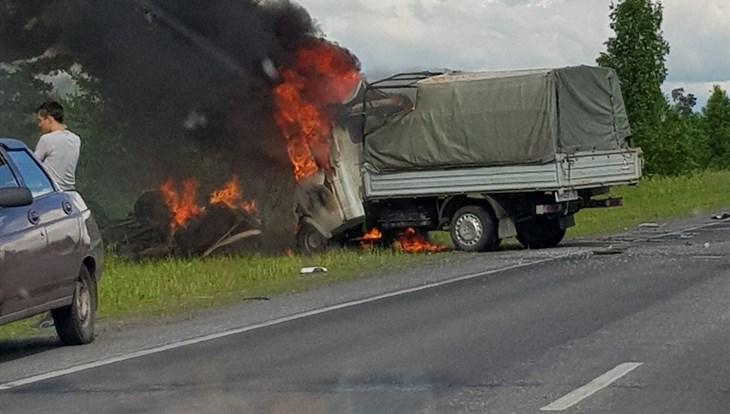 Два человека погибли в аварии на трассе в Томском районе