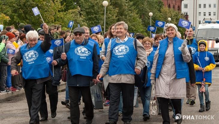 Путешественники и спортсмены прошли в Томске парадом к 70-летию РГО